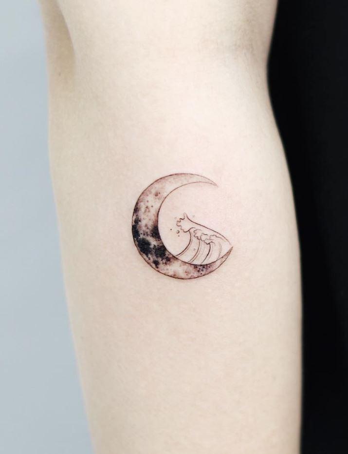 Little Moon Tattoo